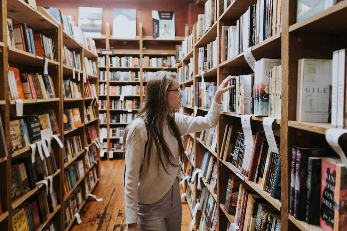 Risultati immagini per scegliere un libro