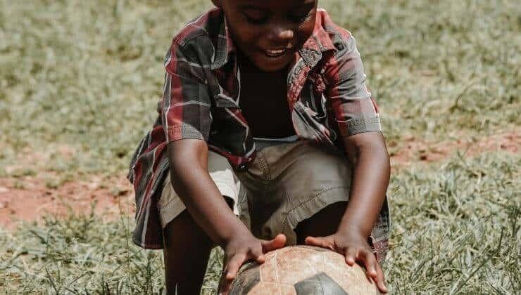Portare il sorriso con un pallone